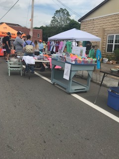 Different South Knoxville Business Set up outside